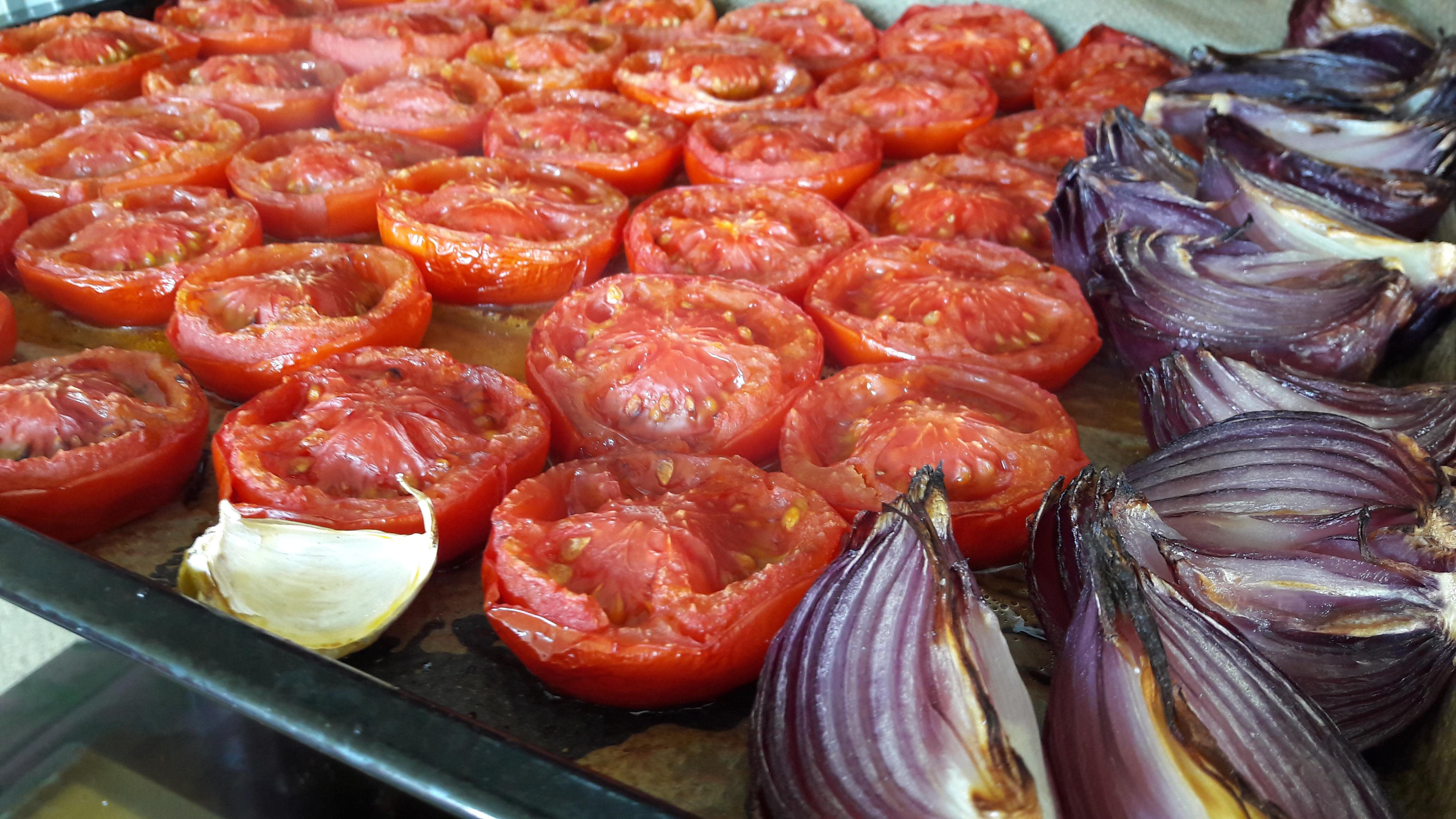 Zomerse soep van geroosterde tomaten