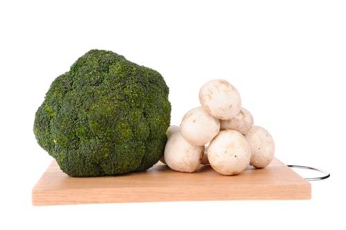 Brokkoli-Champignon-Salat